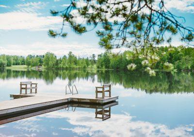 Parhaat majoituspaikat järvien ja koskien rannoilla