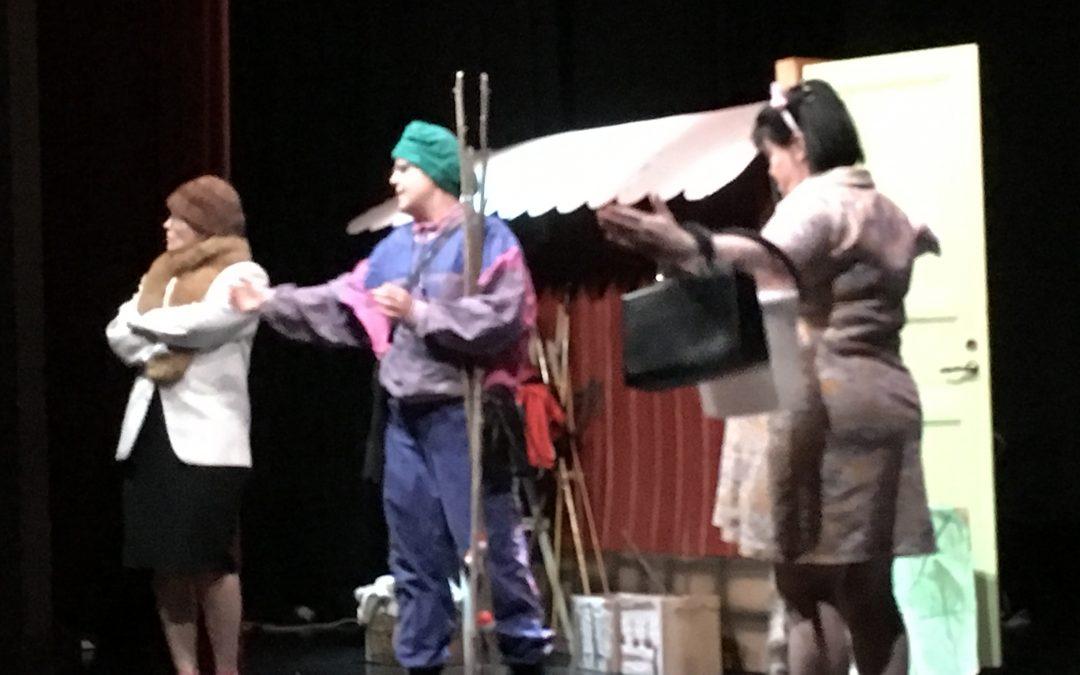 Näytelmä Pölkkypäät